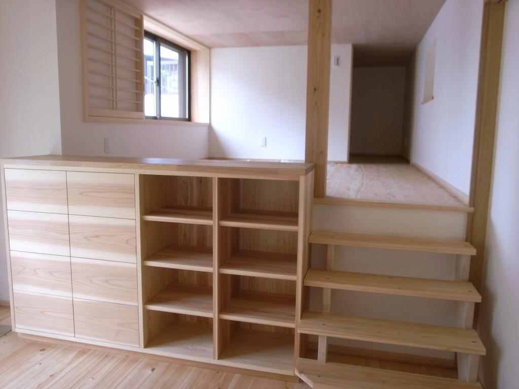 東京のオーダー家具屋の作る杉材を使用した収納ボード1