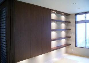 既存の家具とそっくりに作った飾り棚