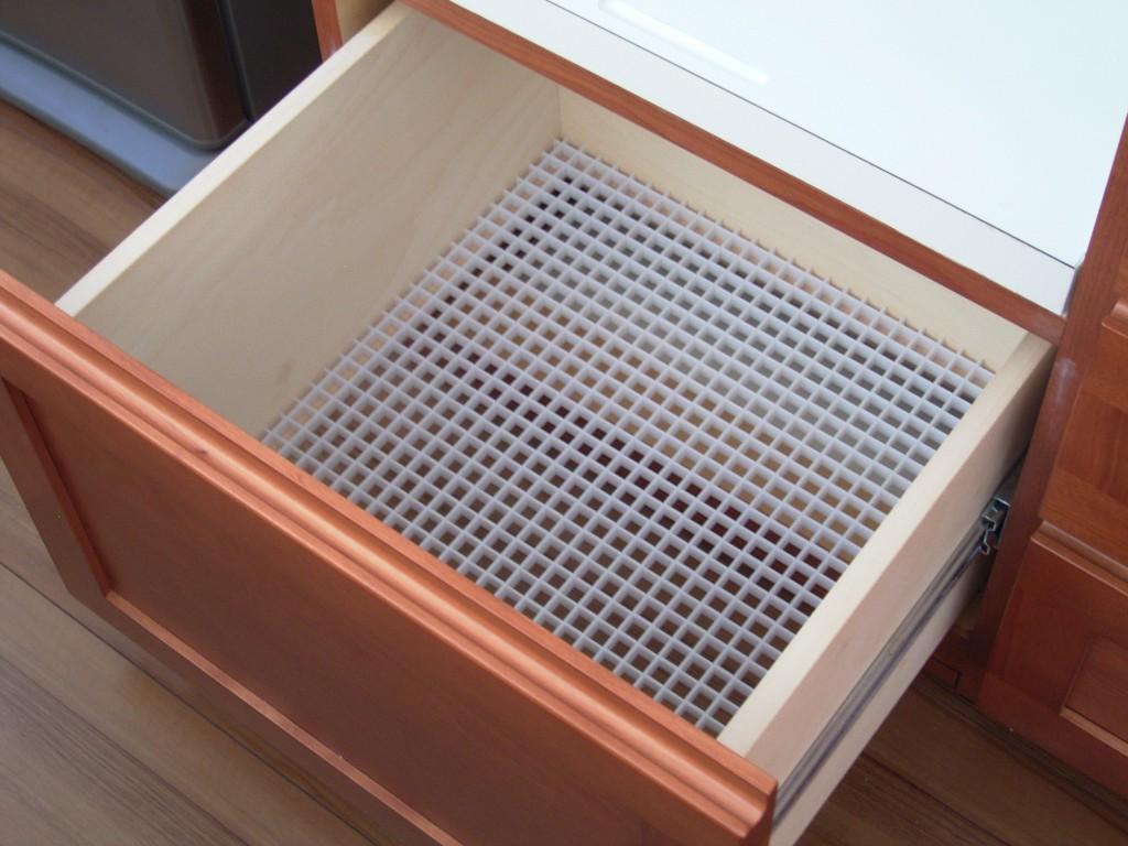 洋室との調和を図った食器棚[2]