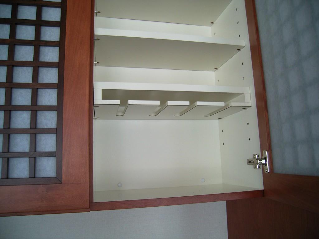 洋室との調和を図った食器棚[3]