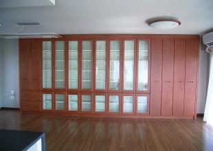 壁面収納 収納に工夫したカバ材・書棚