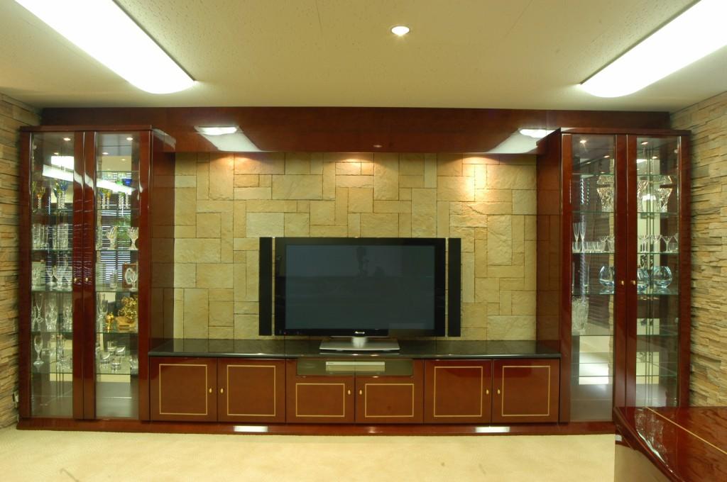 天然石とバーズアイメープルの高級感のあるテレビボードと飾り棚[1]