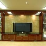 東京のオーダー家具ユウキが作ったバーズアイメープルの高級鏡面塗装テレビボードと飾り棚・象嵌加工