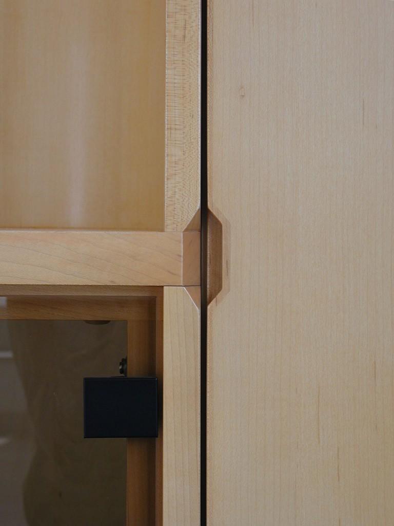 背板のコーナーが曲面のリビングボード[3]
