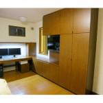東京のオーダー家具ユウキが作ったLED照明を埋め込んだデスク収納