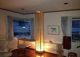 格子柱を利用して制作したM様邸のデスク兼飾り棚