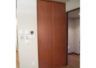 壁面収納 前面にスライドする壁面収納