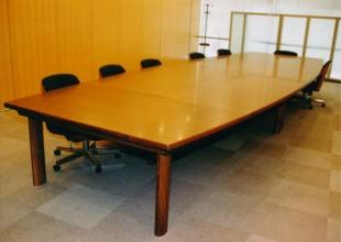 テーブル・デスク 分割使用も可能な会議室テーブル