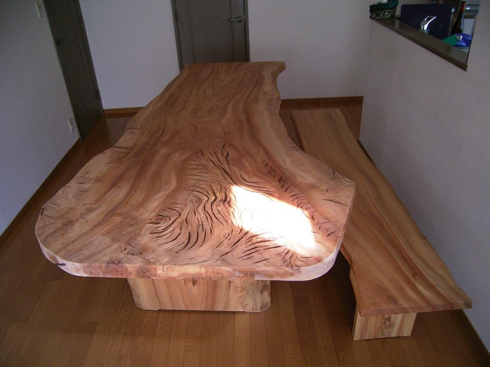 楠一枚板のダイニングテーブル[2]