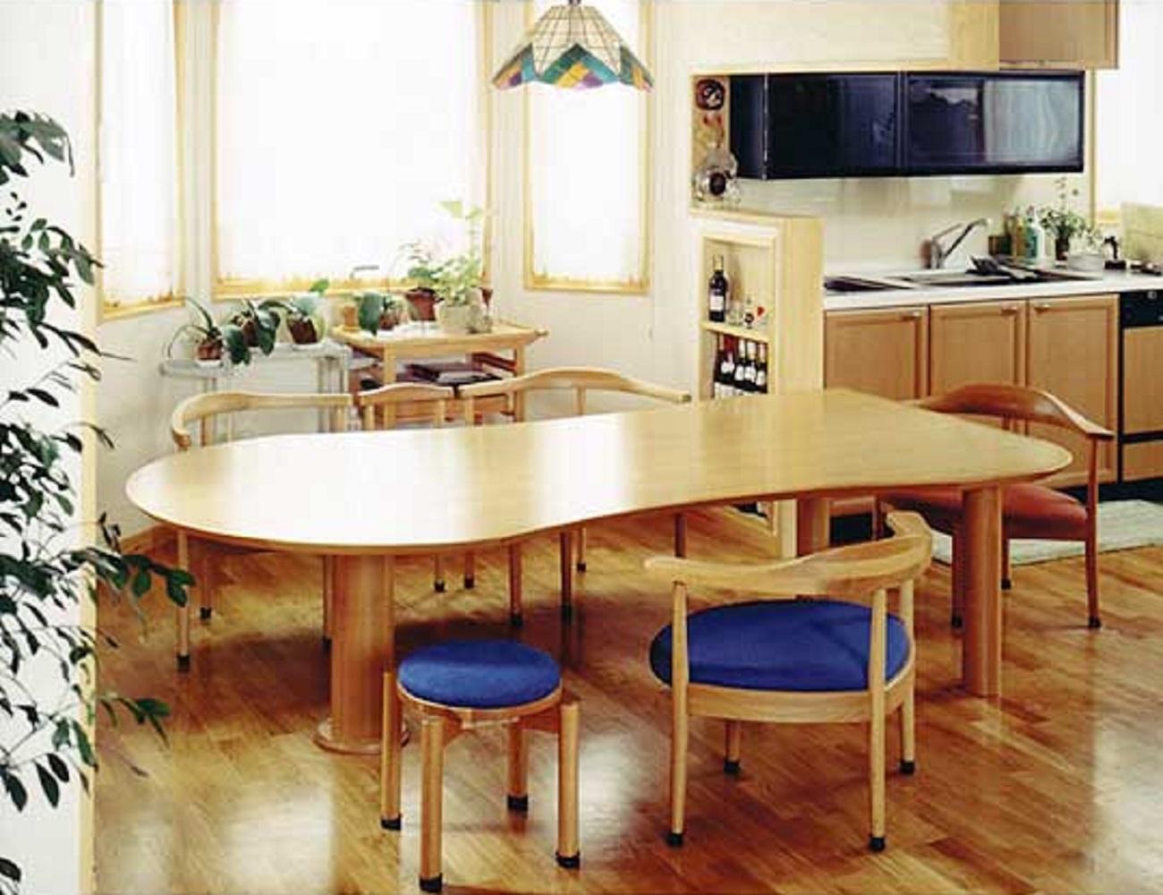 低めのダイニングテーブル1