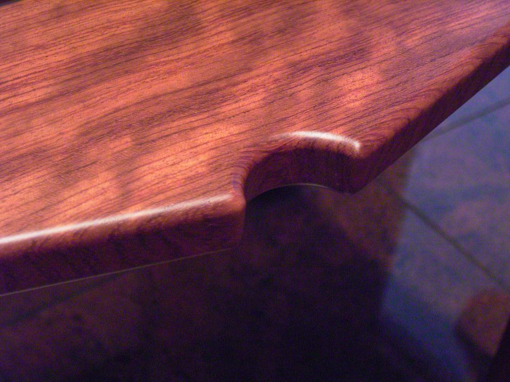 ブビンガ材のサイドテーブル[3]