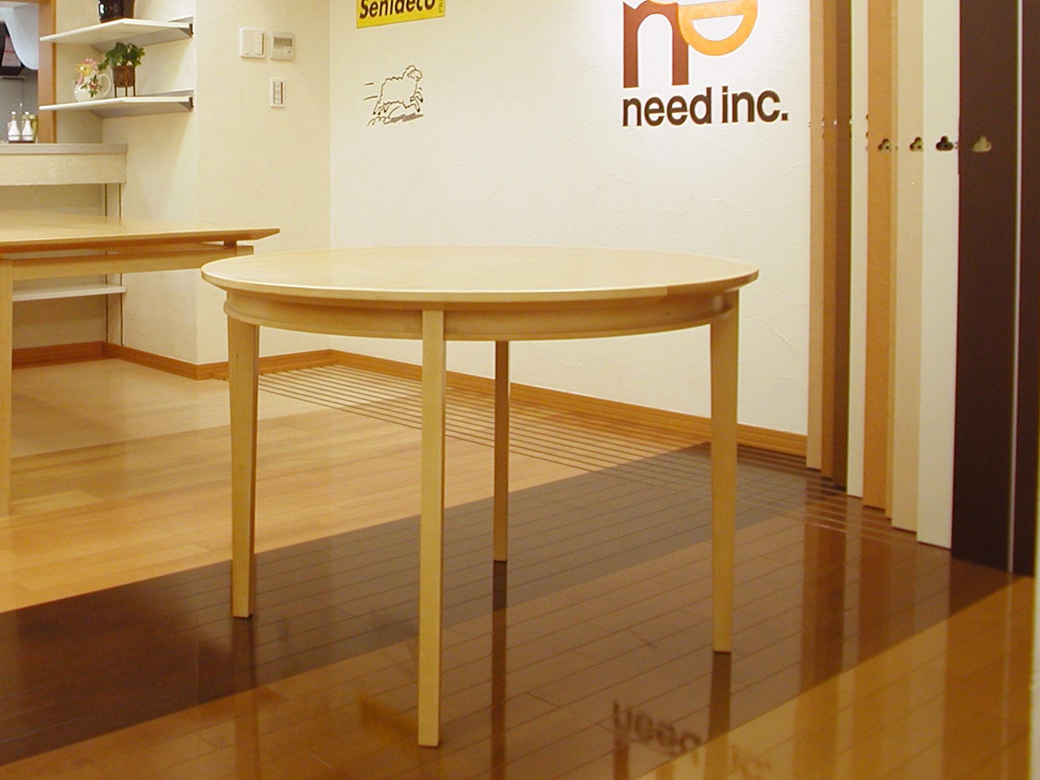 引き出し付きのシンプルな丸テーブル[1]