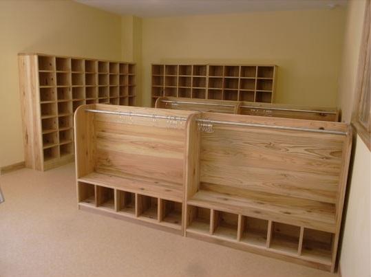神奈川県産の杉を使用した家具4