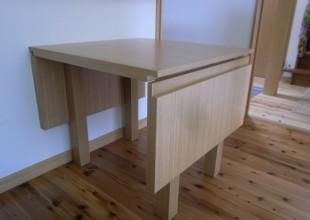 テーブル・デスク 両バタ式のダイニングテーブル