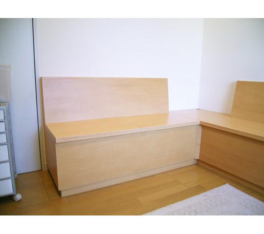 シンプルなデザインのベンチ収納_1