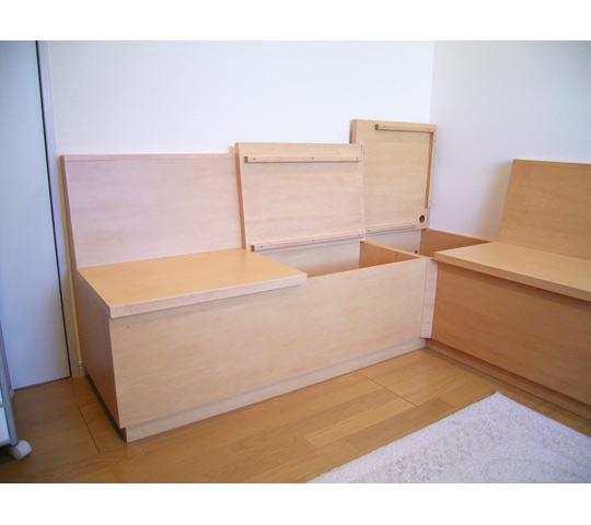 シンプルなデザインのベンチ収納_3
