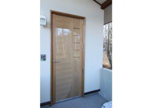 別荘の玄関ドアです。