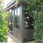 横浜のオーダー家具ユウキが作ったアンティークなステンドガラスを使用した建具づくり。
