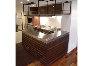2mm厚ステンレスを使用したキッチン