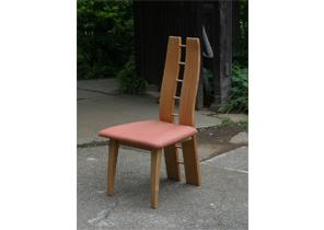 椅子・ソファ 背もたれに意匠を凝らした椅子