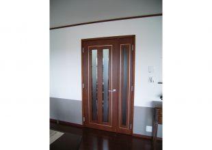 建具 真鍮を象眼したリビングドア