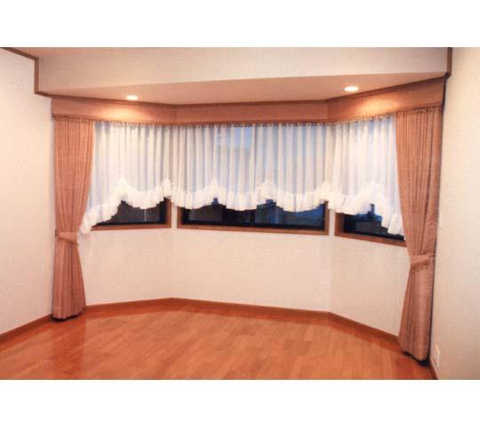 上飾りのあるカーテン05