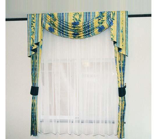 上飾りのあるカーテン06