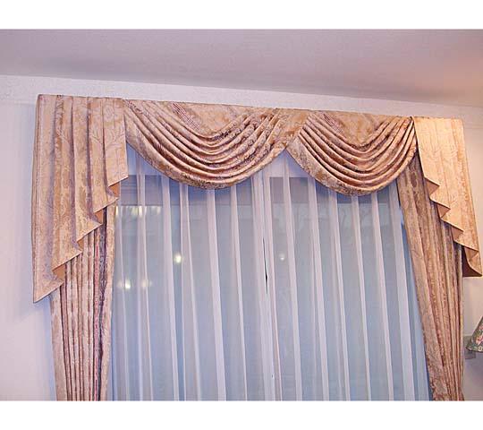 上飾りのあるカーテン07