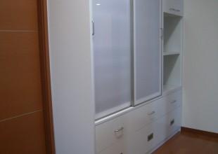 キッチン収納 収納踏み台つき食器棚
