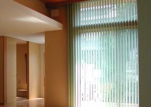 カーテン スクリーン・シェードタイプのカーテン